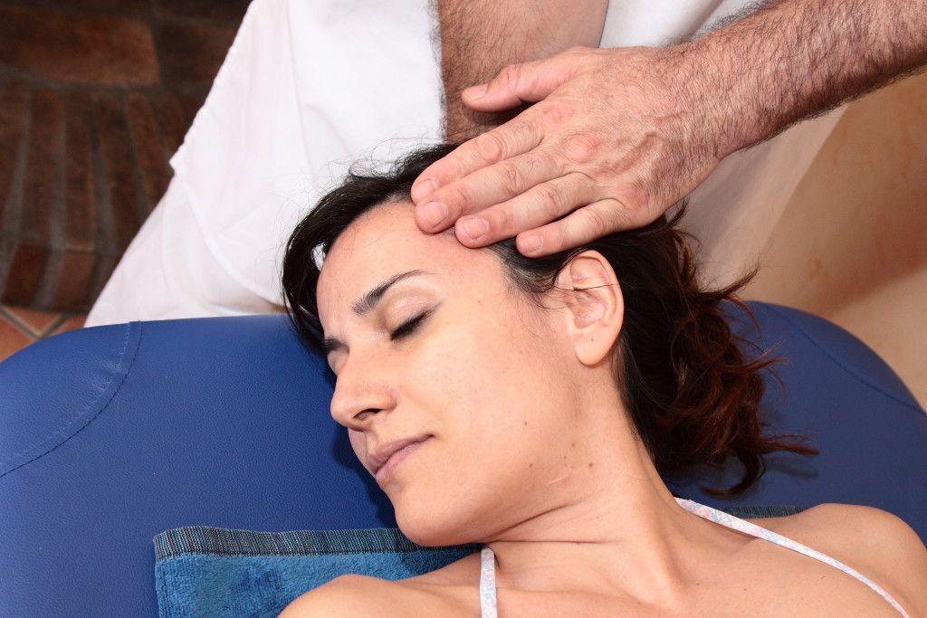 Foto de sación y masaje con Healing Hands en el Curso del Módulo 1 de Tratamientos Rápidos